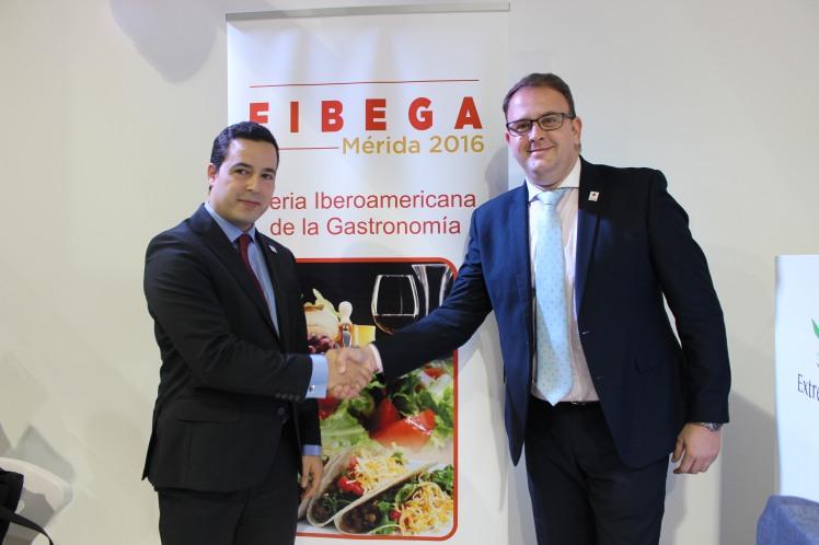 Roi Correa, presidente de FIBEGA y Antonio Rodríguez Osuna, alcalde de Mérida